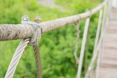 Metallbojan förbinder remmen och repet Fotografering för Bildbyråer