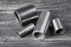 Metallcylindrar på mörk bakgrund Royaltyfria Bilder