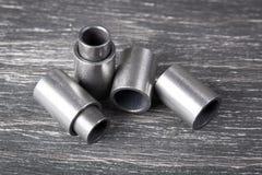 Metallcylindrar på mörk bakgrund Royaltyfri Foto