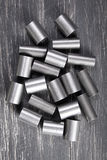 Metallcylindrar på mörk bakgrund Royaltyfria Foton