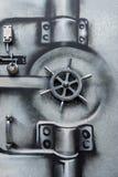 Metalldörr med målad grafittidesign Arkivfoto
