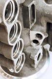 Metallensembledel Knackade lätt på hål Metalworking på CNC-maskinen Royaltyfria Bilder