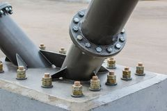 Metallentwurf der Unterstützung eines großen Rades Ansicht von unten stockfotos