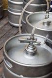 Metallfässer Bier Stockfotografie