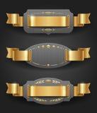 Metallfelder mit goldenem Dekor und Farbbändern Stockfotografie