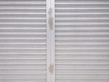 Metallfensterladen-Türmuster Stockfotos