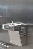 Metallhahn des direkten Trinkwassers Lizenzfreies Stockfoto