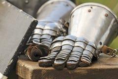 Metallhandschuhe für ritier Lizenzfreies Stockbild