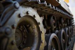 Metallhjul av armébehållaren Arkivbilder