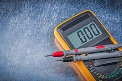 Ψηφιακός ηλεκτρικός τρέχων έλεγχος καλωδίων ελεγκτών στο γρατσουνισμένο metalli Στοκ εικόνα με δικαίωμα ελεύθερης χρήσης