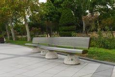Metallichsky ławka w parku Fotografia Stock