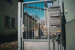 Metallische deutsche Briefk?sten stockfotografie