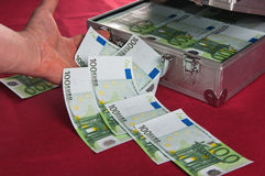 Metallischer Fall voll von Euro Stockbild