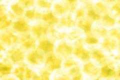 Metallischer festlicher Hintergrund der Goldgelben Lichter Abstraktes Weihnachten funkelte heller Hintergrund mit bokeh defocused Stockfoto