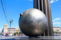 Metallischer runder Kapsel Lander - Element des Monuments zu Yury Gagarin stockfotografie