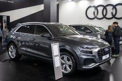 Metallisches graues Audi Q8 auf 54. internationaler Auto- und Autoausstellung Belgrads lizenzfreie stockfotos