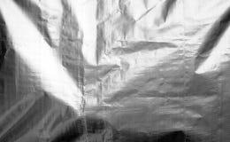 Metallisierte Plastikhüllebeschaffenheit mit zerknittert in Schwarzweiss lizenzfreies stockbild