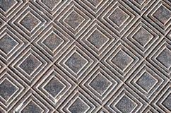 Metallisk bakgrund med den geometriska prydnaden Arkivbild