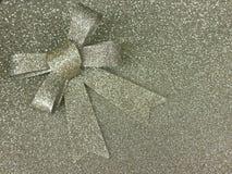Metallisk blänka guld- bakgrund med en ögla Arkivbilder