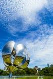 Metallisk blommaskulptur royaltyfri foto