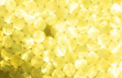 Metallisk guld- festlig bakgrund för gula ljus Abstrakt jul blinkade ljus bakgrund med unfocused silverljus för bokeh Arkivbilder