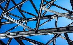 Metallisk konstruktion av byggnad Royaltyfria Bilder