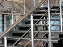 metallisk modern trappa Arkivbild