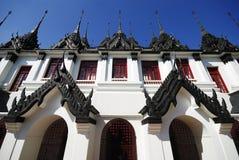 Metallisk slott på Wat Rajanadda Worawihan (den Rajanadda Worawihan templet) i Bangkok Arkivfoto