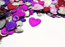metalliska konfettihjärtor Royaltyfri Foto