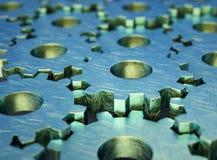 Metalliska, slitna skrapade kugghjul som monterar sig med det huvudsakliga gröna kugghjulet, illustration 3d royaltyfri illustrationer