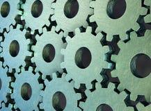 Metalliska, slitna skrapade kugghjul som monterar sig med det huvudsakliga gr?na kugghjulet, illustration 3d stock illustrationer