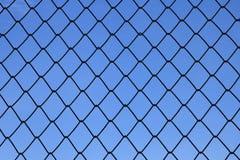 Metalliskt netto med blå bakgrund Royaltyfri Fotografi