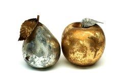 Metalliskt päron och äpple Royaltyfri Bild