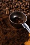 Metalliskt sked och kaffe Royaltyfri Fotografi