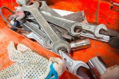 Metallkasten mit Werkzeugen nach innen Stockfotografie