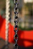 Metallkedja med röd bakgrund Royaltyfri Bild