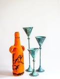 Metallkerzen-Halter und Papier Mache-Flasche Stockbild