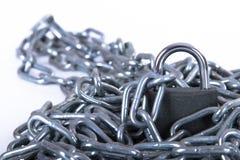 Metallkette und -Sicherheitsschloss Lizenzfreie Stockfotografie