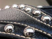 Metallknappar och läder Arkivfoto