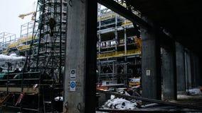 Metallkonstruktion av den framtida växten Industriell zon, utrustningen av olje- förädling, närbild av industriella rörledningar Royaltyfria Foton