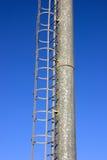Metallkontrollturm mit Strichleiter Stockfoto
