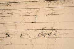Metallkrökningar för fast trä arkivfoto