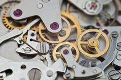 Metallkugghjul i urverk, begreppsteamwork Arkivbild