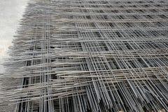 Metallmasche auf Paletten Stockfoto