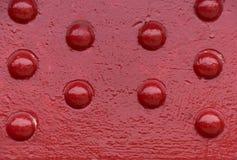 Metallnitar på en industriell röd metallisk bro Royaltyfria Bilder