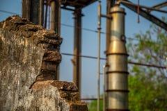 Metallo abbandonato distilleria vecchio fotografie stock