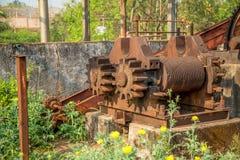 Metallo abbandonato distilleria vecchio immagini stock