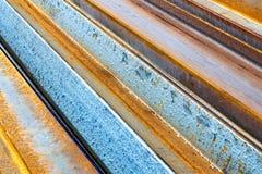 Metallo arrugginito Fondo a strisce diagonale astratto fotografie stock libere da diritti