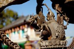 Metallo Art Sculpture del drago del ferro a Kathmandu Immagine Stock