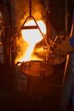 Metallo caldo separato alla piccola siviera Fotografia Stock